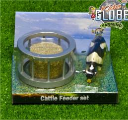 Globe V051961 1:32 Feeder Ring with Round Bale & Cow image