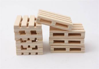 Globe Wooden Pallets 1:32  image